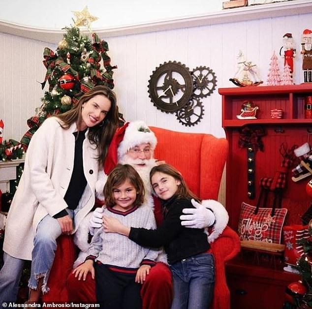 Alessandra Ambrosio đưa con về Brazil nghỉ giáng sinh - Ảnh 6.