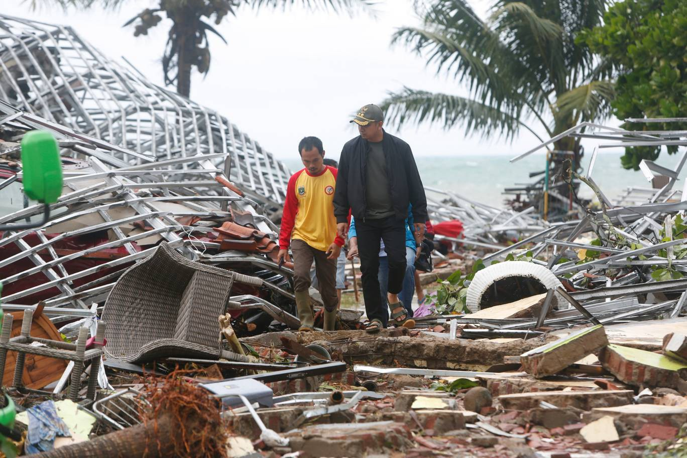Nhân chứng kể khoảnh khắc kinh hoàng khi sóng thần ập tới tại Indonesia - Ảnh 5.