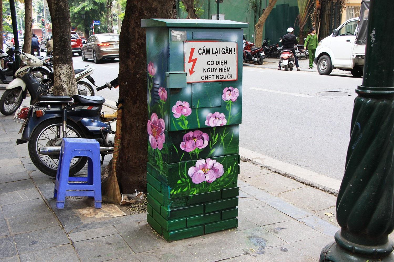 """Những tủ điện """"nở hoa"""" ở Hà Nội - Ảnh 12."""