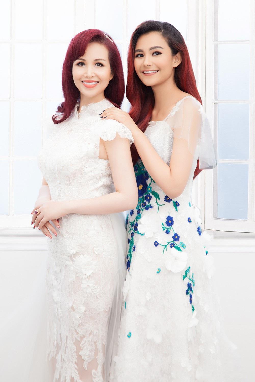Hoa hậu Diệu Hoa chụp ảnh kỷ niệm 25 năm ngày cưới cùng gia đình - Ảnh 8.
