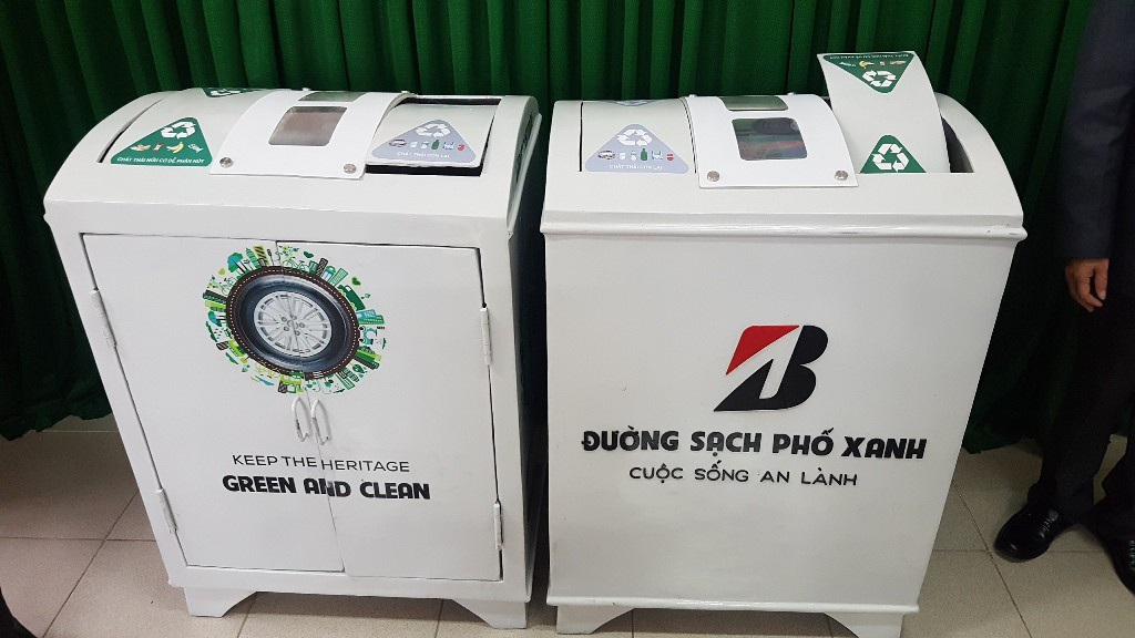 Huế tiếp nhận nhiều thùng rác thông minh biết nói cảm ơn - Ảnh 4.