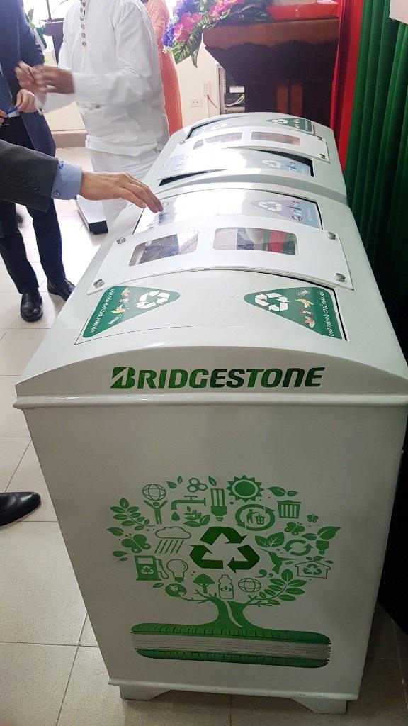 Huế tiếp nhận nhiều thùng rác thông minh biết nói cảm ơn - Ảnh 5.
