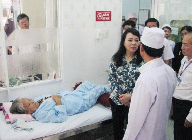 Bộ trưởng Y tế: Mua sắm hàng hóa y tế phải công khai đúng quy định - Ảnh 1.