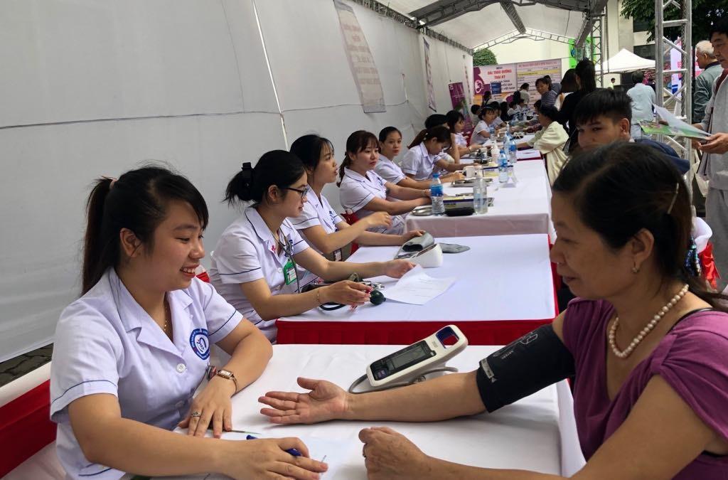 """Sức khỏe người Việt bị """"ăn mòn"""" vì uống hơn 3 tỷ lít bia rượu mỗi năm - Ảnh 2."""
