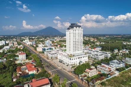 Vinpearl Hotel Tây Ninh rực rỡ khai trương trong ngày Giáng Sinh - Ảnh 2.