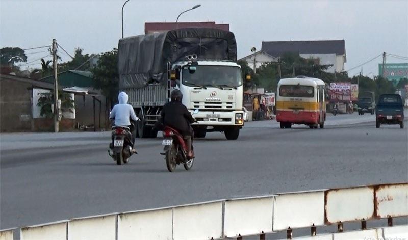 """""""Ngã tư chết người"""" ở Hà Tĩnh: Chờ tai nạn thảm khốc mới khắc phục? - Ảnh 4."""