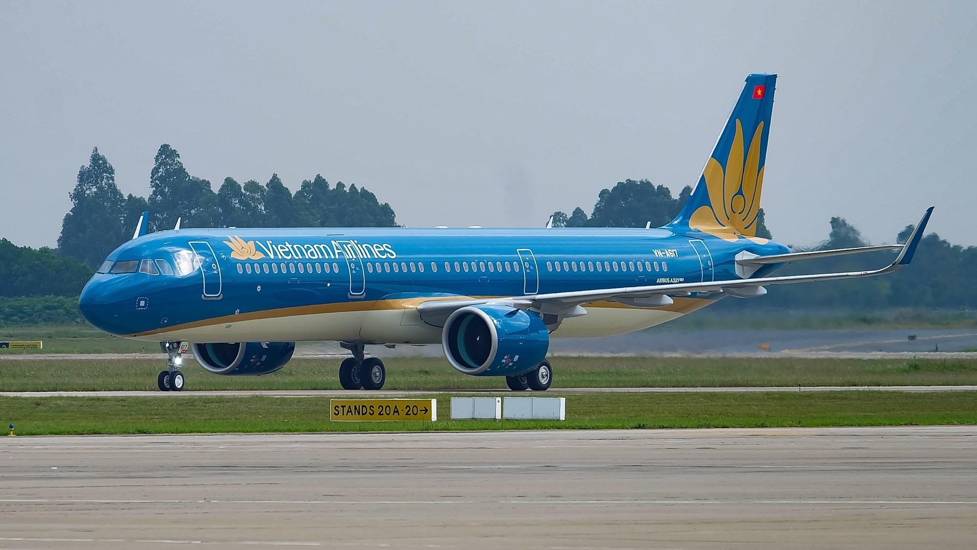 Hành khách chờ đón đường bay thẳng từ TPHCM đến vùng đất hứa Vân Đồn - Ảnh 1.