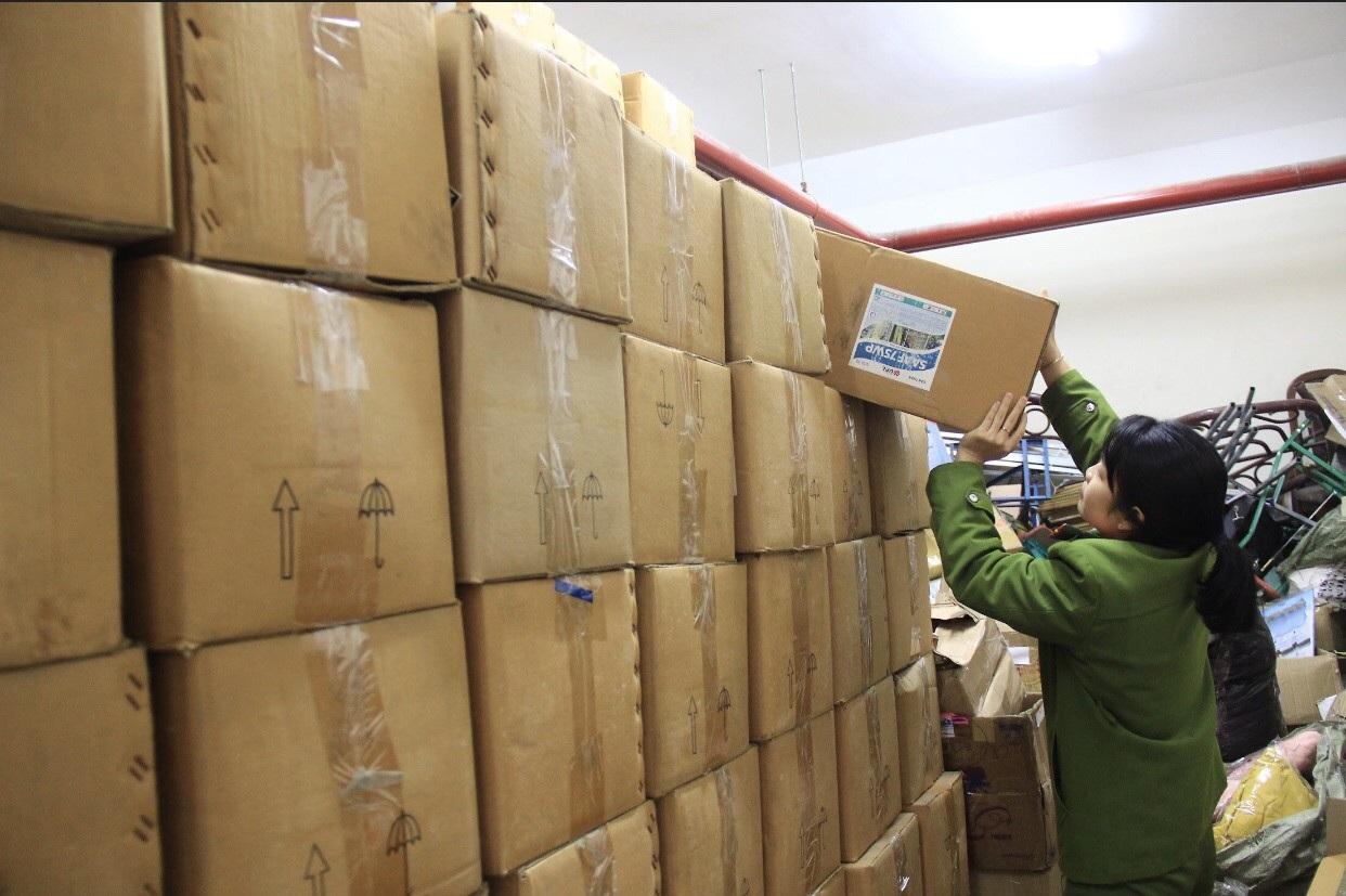 Bắt 4 tấn thuốc bảo vệ thực vật hết hạn chuẩn bị tuồn ra thị trường - Ảnh 1.