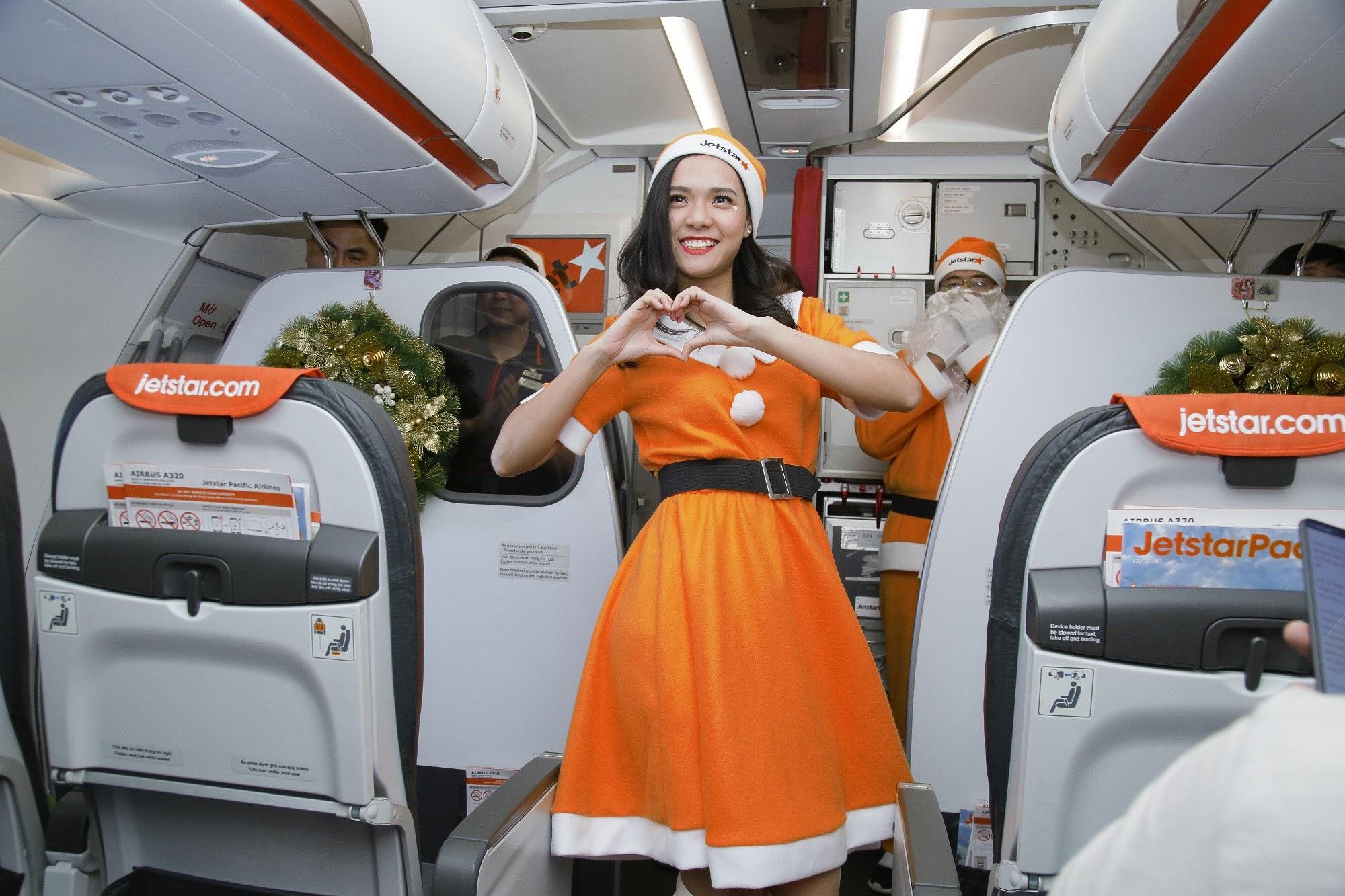 Lạ mắt với hình ảnh ông già, bà già Noel của Vietnam Airlines, Jetstar Pacific - Ảnh 10.