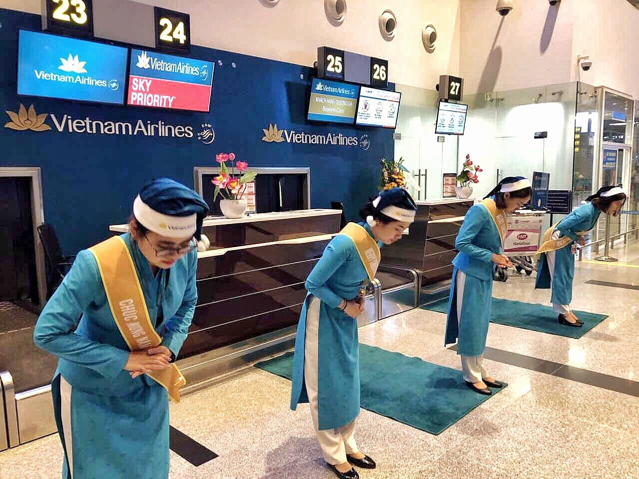 Lạ mắt với hình ảnh ông già, bà già Noel của Vietnam Airlines, Jetstar Pacific - Ảnh 5.
