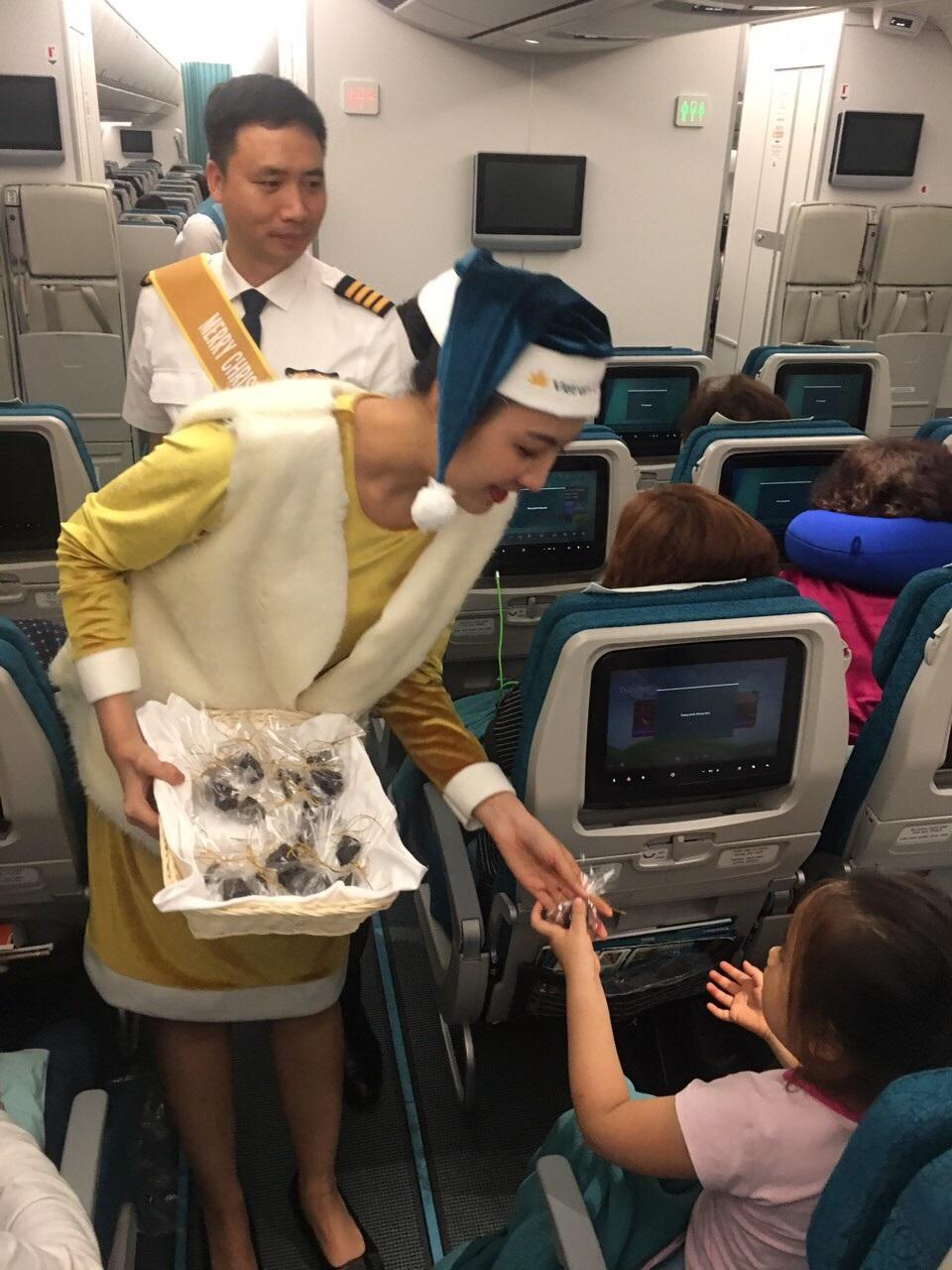 Lạ mắt với hình ảnh ông già, bà già Noel của Vietnam Airlines, Jetstar Pacific - Ảnh 6.