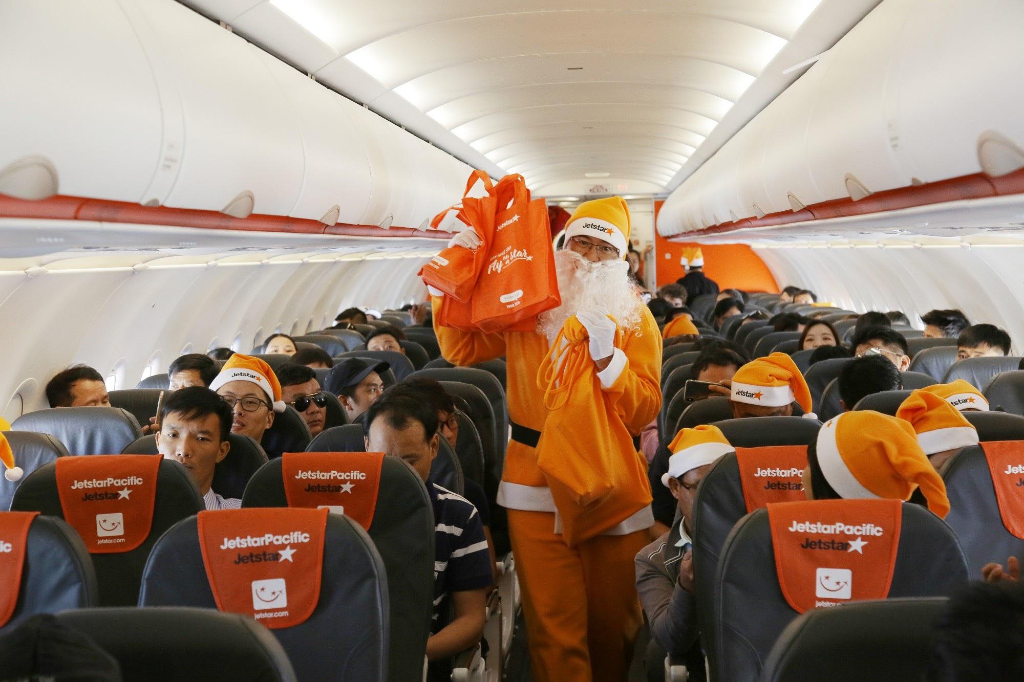 Lạ mắt với hình ảnh ông già, bà già Noel của Vietnam Airlines, Jetstar Pacific - Ảnh 8.