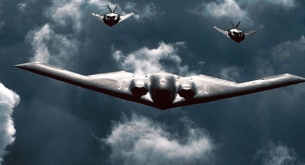 Cận cảnh máy bay B-2 ném bom phi hạt nhân lớn nhất kho vũ khí Mỹ - Ảnh 2.