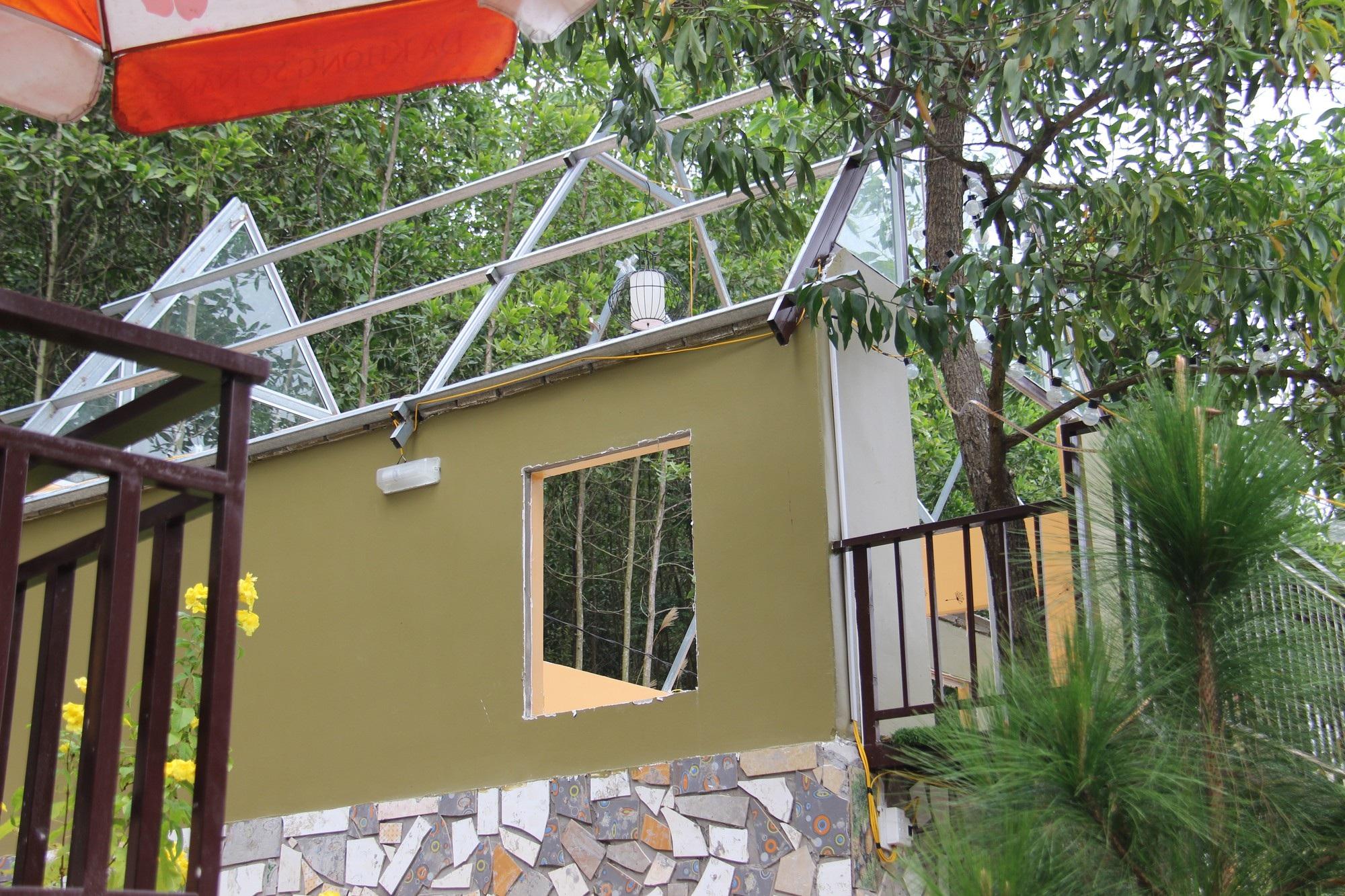 Đã tháo dỡ phần lớn các công trình tại khu du lịch chui trên đất rừng - Ảnh 2.