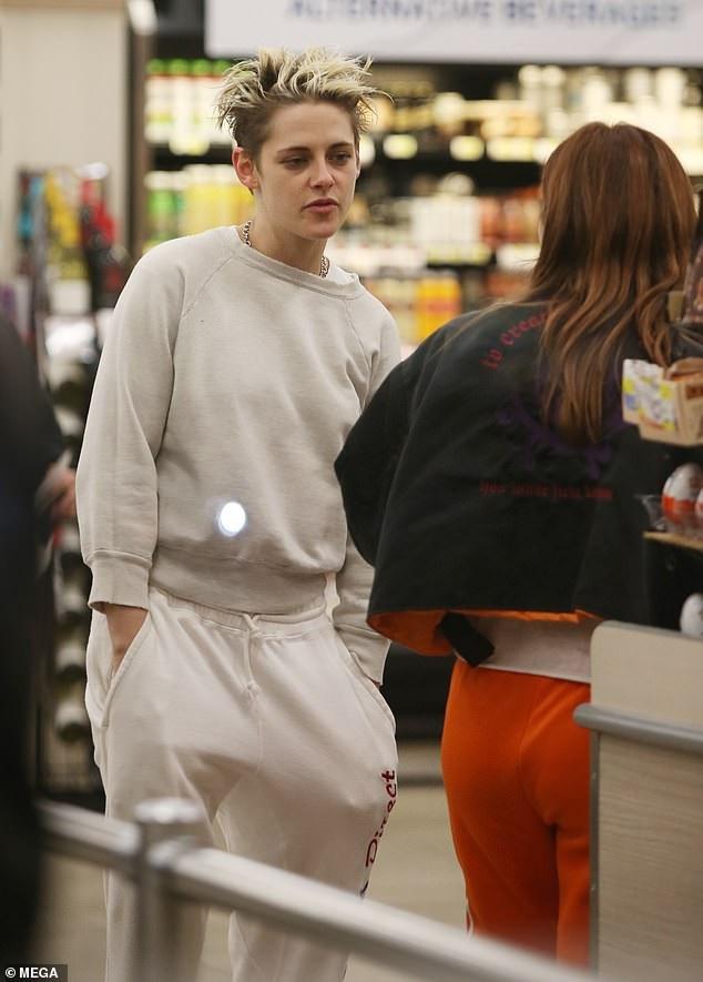 Kristen Stewart quấn quýt bạn gái mới không rời - Ảnh 5.