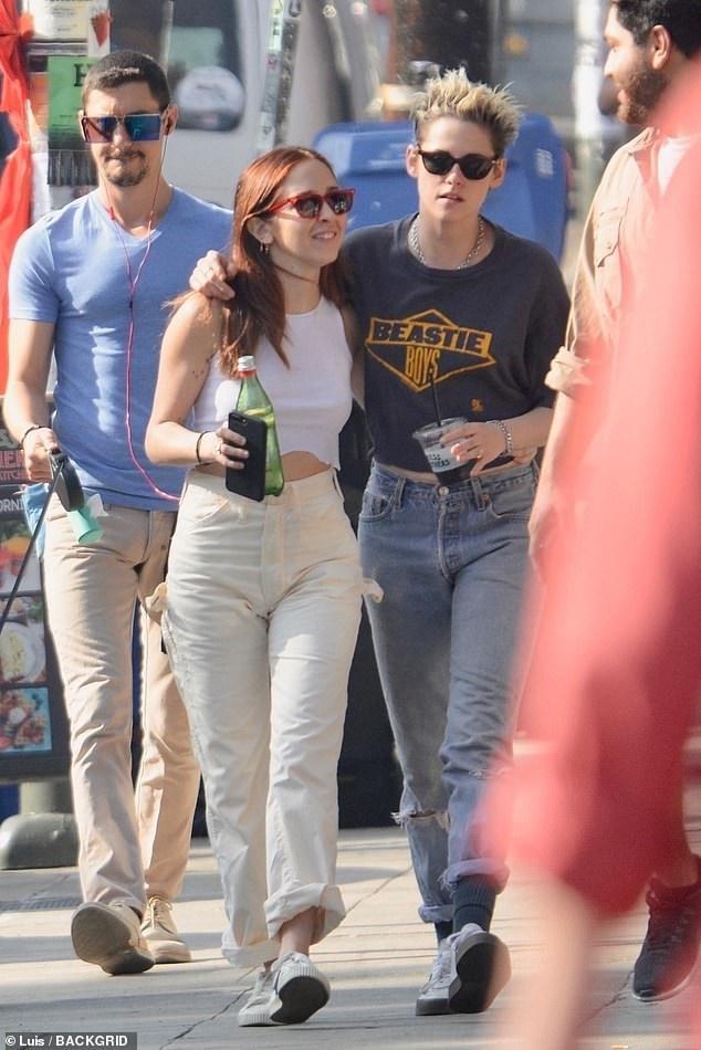 Kristen Stewart quấn quýt bạn gái mới không rời - Ảnh 11.