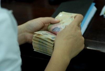 Lãi suất huy động VND gần 9%/năm, NHNN bơm ra hàng nghìn tỷ đồng  - Ảnh 1.