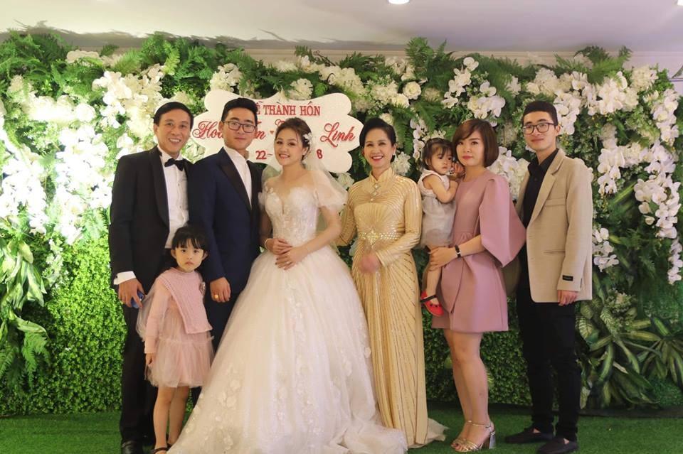 """Hoa hậu Ngọc Hân làm MC """"bất đắc dĩ"""" cho đám cưới con trai NSND Lan Hương - Ảnh 2."""