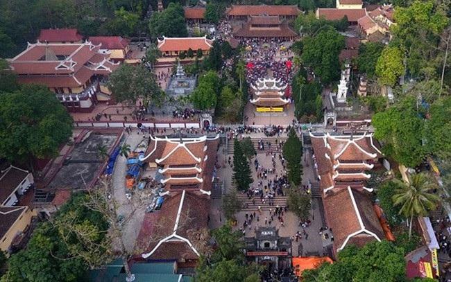 Chuyên gia phản đối đề xuất xây dựng công trình tâm linh 15 nghìn tỷ ở chùa Hương - Ảnh 1.