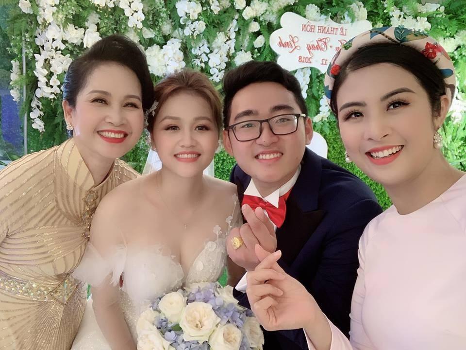 """Hoa hậu Ngọc Hân làm MC """"bất đắc dĩ"""" cho đám cưới con trai NSND Lan Hương - Ảnh 6."""