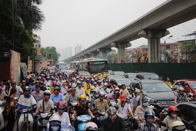 Phó Chủ tịch Hà Nội: Không để ùn tắc kéo dài trên 30 phút - Ảnh 1.