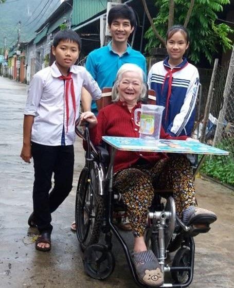 Học trò vùng cao sáng chế xe lăn đặc biệt giúp phục hồi chức năng cho người bệnh - Ảnh 3.