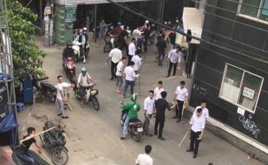 Hơn 50 thanh niên hỗn chiến, náo loạn đường phố Sài Gòn - Ảnh 2.