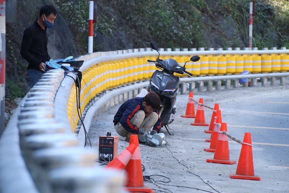 Cận cảnh rào chắn đặc biệt đỡ xe đâm vào vách núi ở Dốc Cun - Ảnh 8.