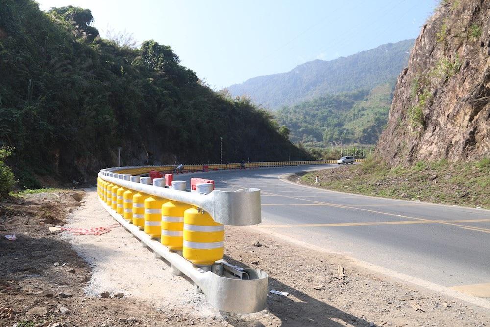 Cận cảnh rào chắn đặc biệt đỡ xe đâm vào vách núi ở Dốc Cun - Ảnh 6.