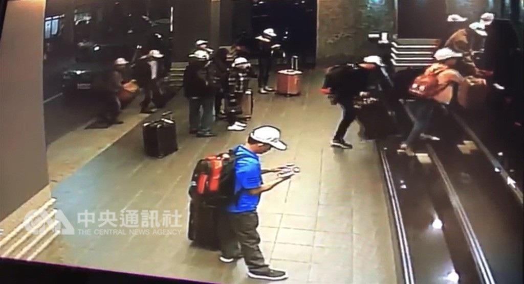 """Xuất hiện hình ảnh nghi là đoàn 152 khách Việt Nam """"mất tích"""" tại Đài Loan - Ảnh 2."""