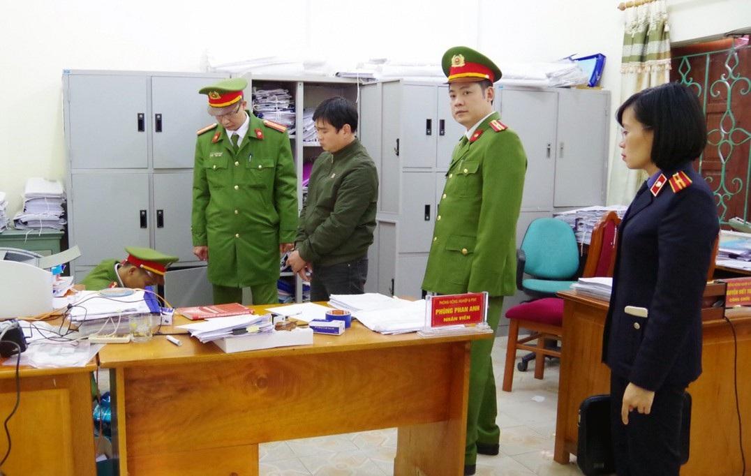 Bắt tạm giam cán bộ phòng Nông nghiệp huyện Bắc Quang - Ảnh 1.