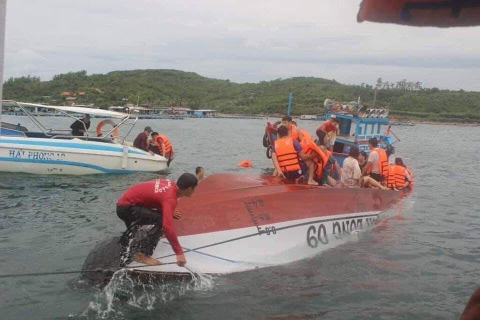 Khánh Hòa: Làm rõ vụ lật tàu du lịch chở 20 người trên Vịnh Nha Trang - Ảnh 1.