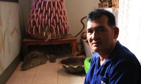 Người đàn ông suốt 20 năm sống chung nhà cùng cá sấu