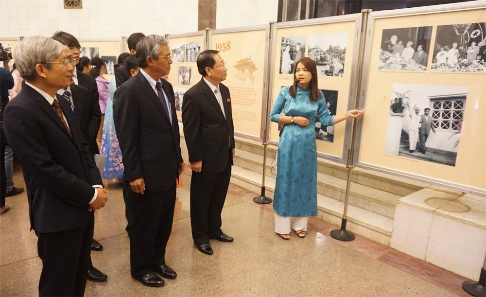 Triển lãm ảnh kỷ niệm 60 năm Chủ tịch Triều Tiên thăm Việt Nam - Ảnh 3.