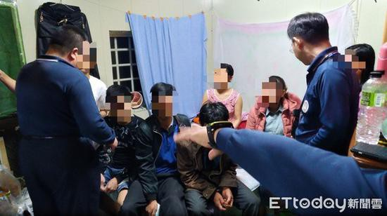 Bắt được 11 người trong vụ 152 khách Việt bỏ trốn, 1 cô gái nghi xuất hiện ở nhà thổ - Ảnh 3.