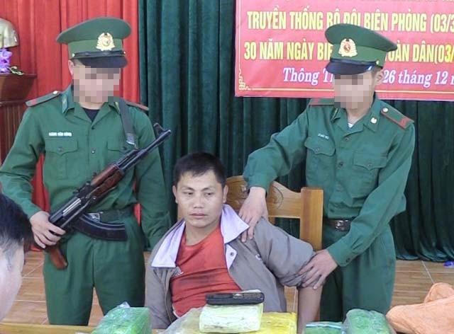 """Bắt người Lào vận chuyển ma túy """"khủng"""" vào Việt Nam - Ảnh 1."""