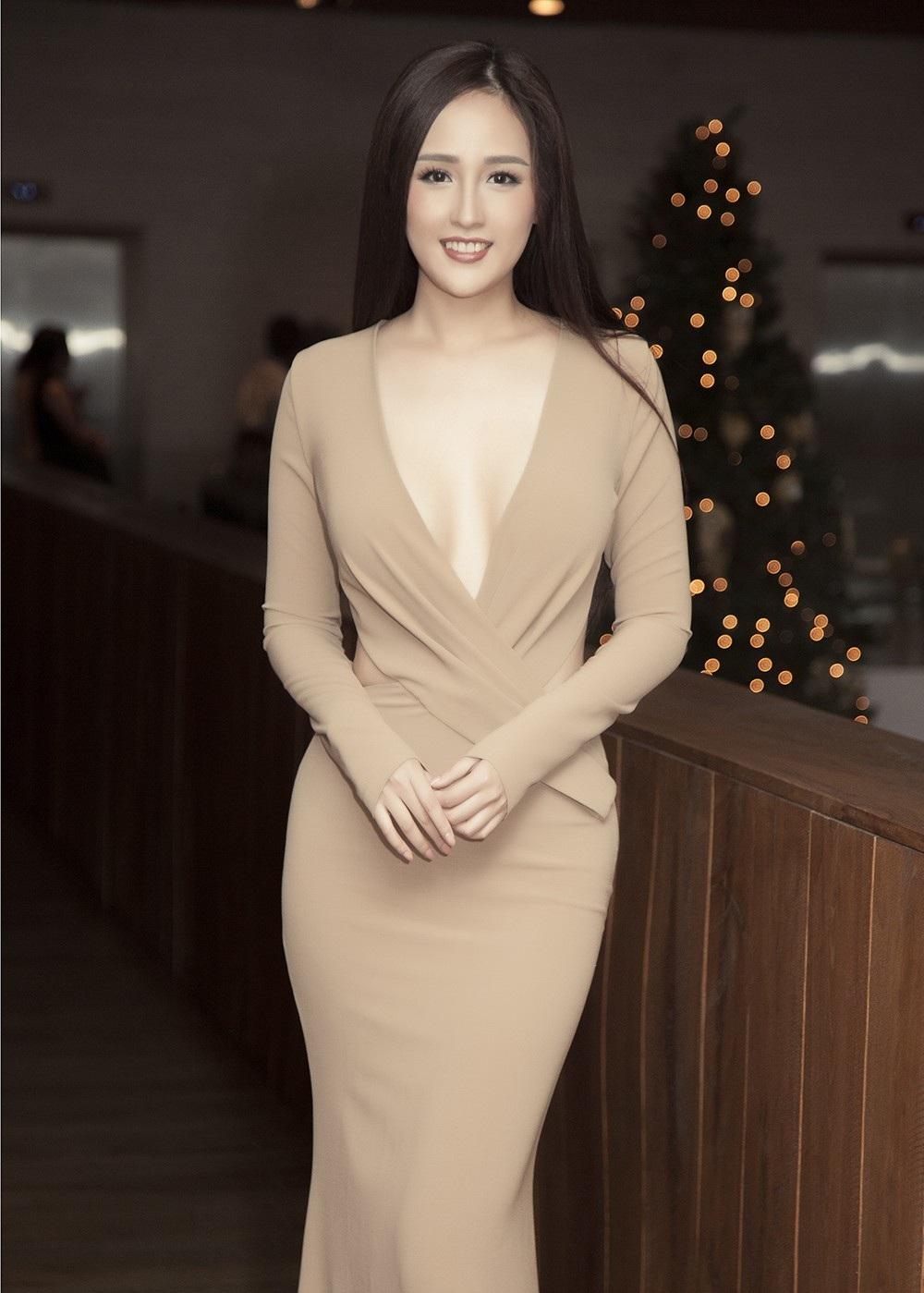 Hoa hậu Mai Phương Thúy thu hút với trang phục cực kỳ táo bạo - Ảnh 6.
