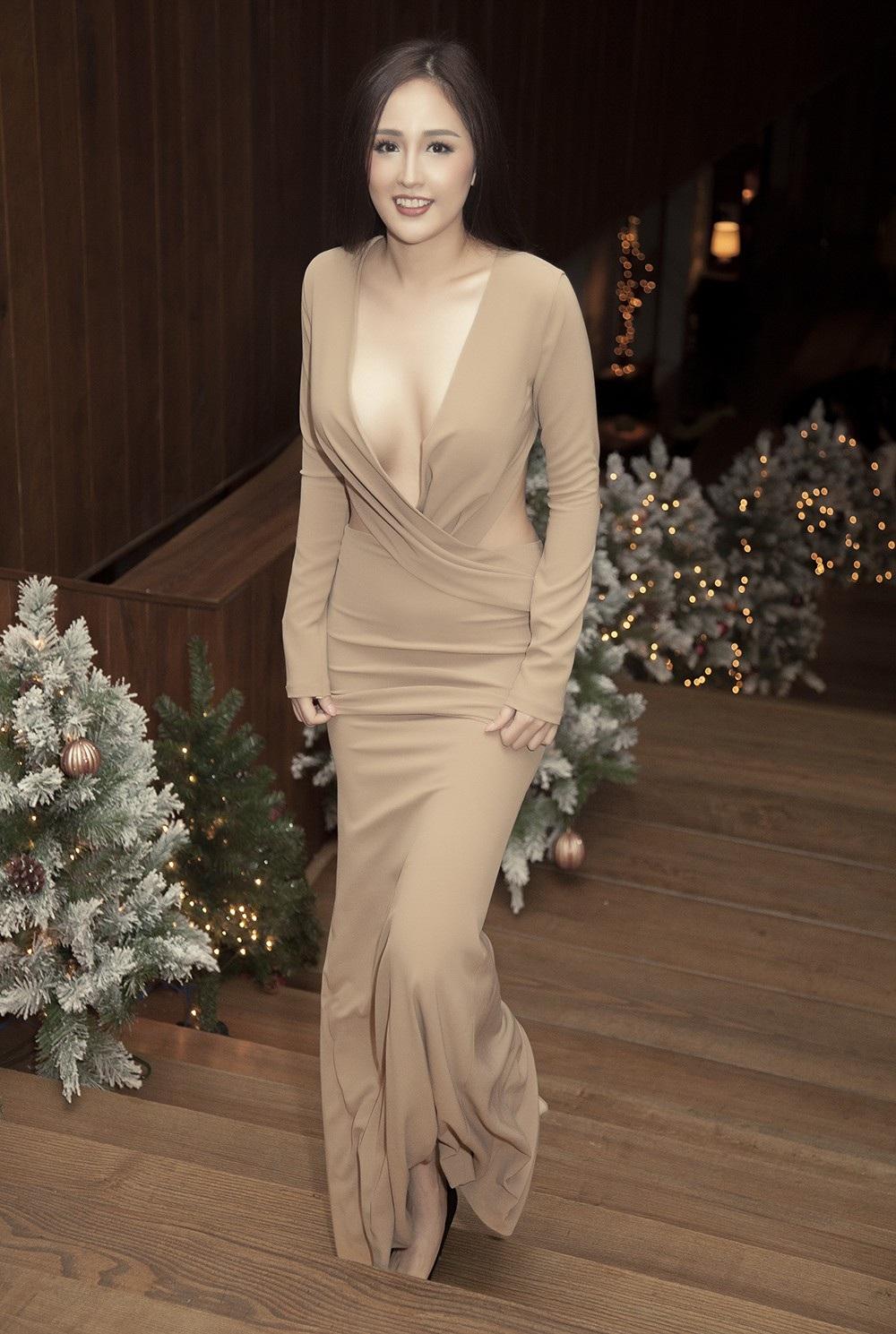 Hoa hậu Mai Phương Thúy thu hút với trang phục cực kỳ táo bạo - Ảnh 2.