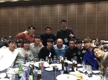 Cầu thủ Hàn Quốc chia sẻ về kỷ niệm chân thành với HLV Park Hang Seo - Ảnh 1.