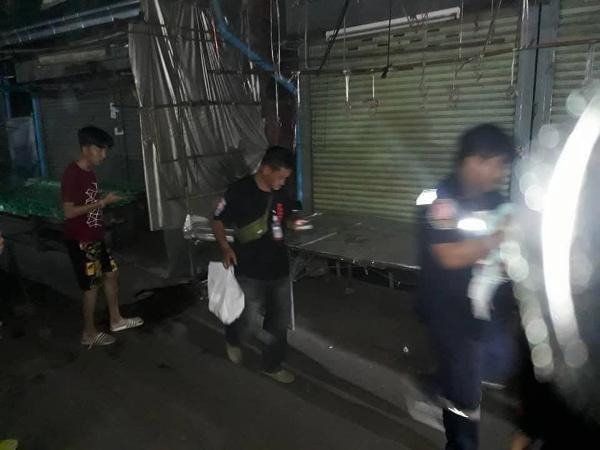 Cha mẹ cãi nhau, bé 2 tuần tuổi bị vứt bỏ giữa chợ Thái Lan  - Ảnh 2.