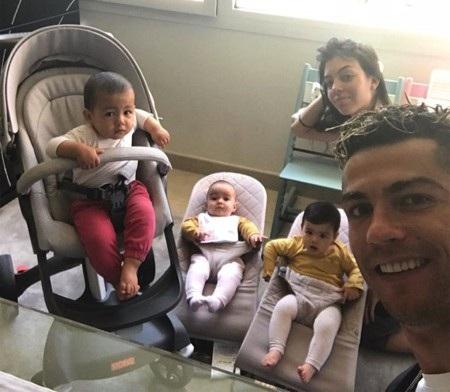C.Ronaldo đón năm mới với mái ấm ngọt ngào, hạnh phúc - Ảnh 4.