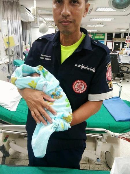 Cha mẹ cãi nhau, bé 2 tuần tuổi bị vứt bỏ giữa chợ Thái Lan  - Ảnh 6.