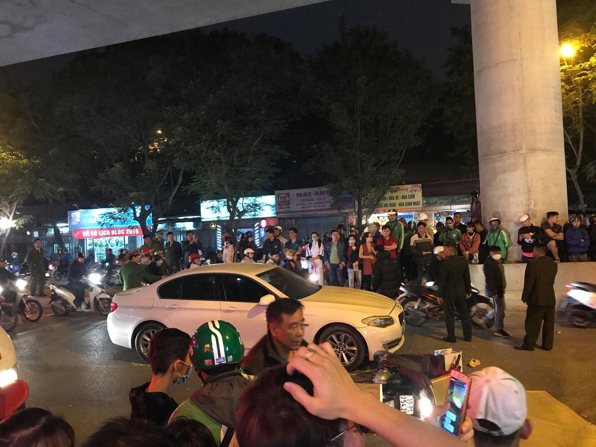 Hà Nội: Va chạm với ô tô con, nữ sinh bị xe buýt cán tử vong - Ảnh 3.