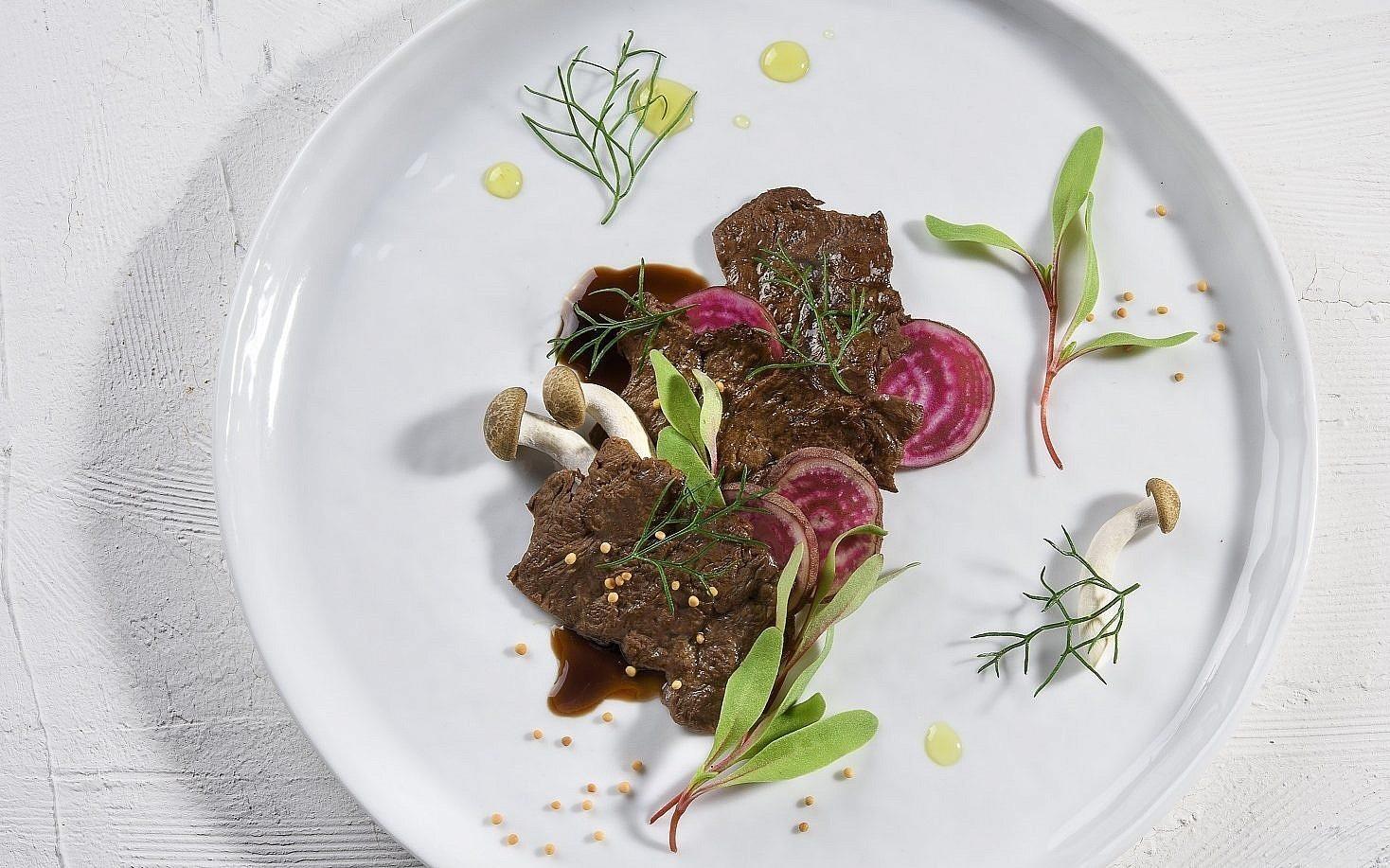 Một start-up tuyên bố làm được thịt bò nhân tạo giá 1,2 triệu đồng/miếng - Ảnh 1.