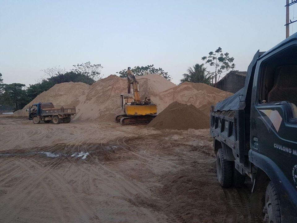 """Ninh Bình: Chủ tịch huyện """"vi hành"""" bắt quả tang bãi cát """"lậu"""" hoạt động chui! - Ảnh 1."""