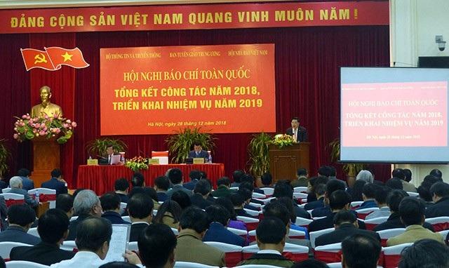 Ông Võ Văn Thưởng: Sự chậm trễ của báo chí đã trao lợi thế cho mạng xã hội - Ảnh 2.