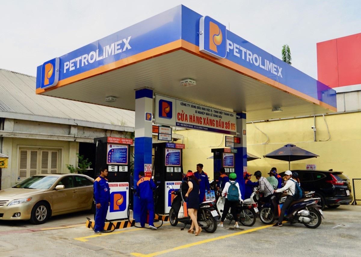 Thuế môi trường tăng lên kịch trần từ 1/1: Lo thiếu xăng dầu dịp nghỉ lễ? - Ảnh 1.