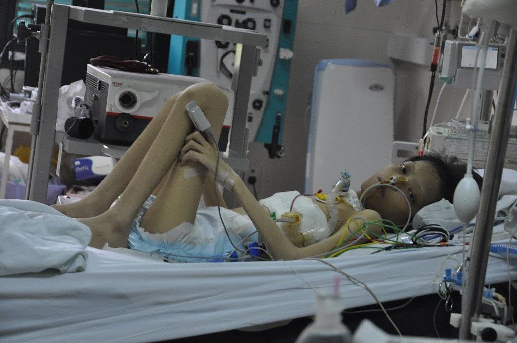 Bạn đọc Dân trí hỗ trợ nóng 20 triệu đồng đến cậu bé Đức ghép phổi - Ảnh 1.