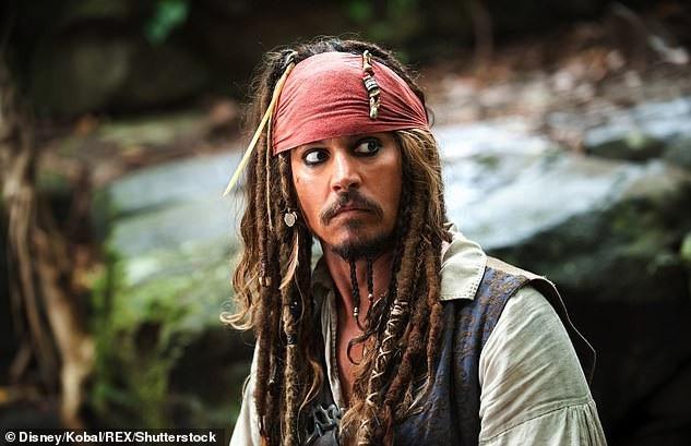 Johnny Depp hóa cướp biển đến thăm trẻ em trong bệnh viện - Ảnh 8.