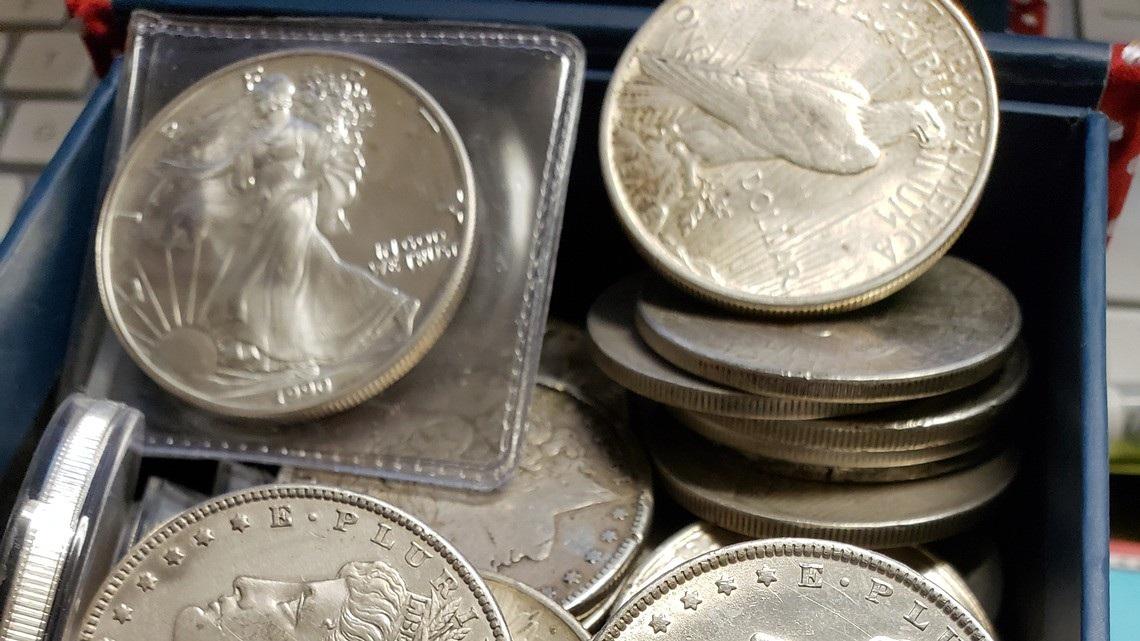 Doanh nhân giấu kho báu chứa đầy đồng xu bạc để cả thành phố đi tìm - Ảnh 1.